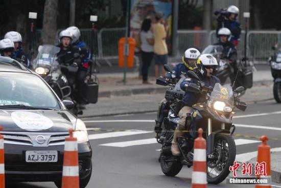当地时间8月4日,奥运会前夕,巴西里约街头的炫酷骑警吸睛,帅气十足。