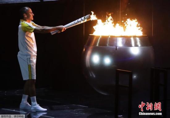 本地时刻8月5日晚8时,2016里约奥运会揭幕式在里约热内卢马拉卡纳运动场举办,利马扑灭奥运圣火。