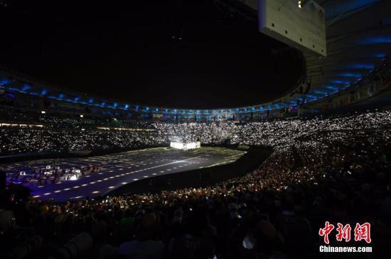 当地时间8月5日晚8时,2016里约奥运会开幕式在里约热内卢马拉卡纳体育场举行。图为开幕式现场表演。<a target='_blank' href='http://www.chinanews.com/' >中新网</a>记者 盛佳鹏 摄