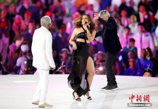 当地时间8月5日晚8时,2016里约奥运会开幕式在里约热内卢马拉卡纳体育场举行。图为里约奥运主题歌。记者 杜洋 摄