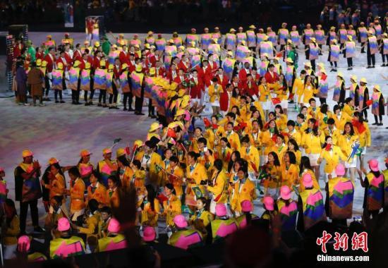 本地时刻8月5日晚8时,2016里约奥运会揭幕式在里约热内卢马拉卡纳运动场举办,国家代表团进场。