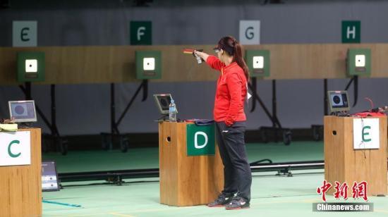 当地时间8月7日,里约奥运女子10米气手枪决赛,大发一分pk10选手张梦雪以199.4环的成绩为大发一分pk10夺得本届奥运会的首块金牌。图为张梦雪在比赛中。 中新网记者 盛佳鹏 摄