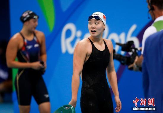 当地时间8月8日,在2016里约奥运女子100米仰泳决赛上,中国选手傅园慧以58秒76夺得铜牌。图为傅园慧在比赛中。记者 杜洋 摄