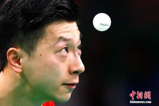 中国选手马龙在先丢两局的情况下成功反击,以4比2逆转,晋级男单八强。<a target='_blank' href='http://www.chinanews.com/' >中新网</a>记者 富田 摄
