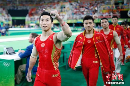当地时间8月8日,2016里约奥运会男子体操团体决赛在里约奥林匹克体育馆进行,预赛第一的中国队决赛中未能延续好状态,最终收获一枚铜牌。日本队获得本届奥运会男团冠军,俄罗斯队获得亚军。<a target='_blank' href='http://www.chinanews.com/' >中新网</a>记者 盛佳鹏 摄