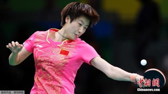赛会头号种子丁宁4-0(11-8、11-5、11-3、11-7)横扫德国的韩莹。 记者 盛佳鹏 摄