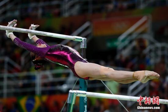 当地时间8月9日,在里约奥运会体操女子团体决赛中,中国女队以总成绩176.003分获得铜牌。图为范忆琳在高低杠项目中。<a target='_blank' href='http://www.chinanews.com/' >中新网</a>记者 富田 摄