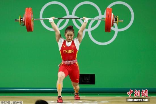 邓薇抓举成绩平了奥运会纪录,打破了挺举和总成绩世界纪录。
