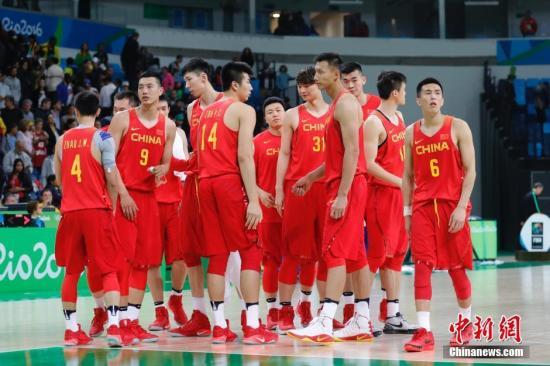 1984年以来,中国男篮连续9次出现在奥运赛场,从未缺席。(资料图:图为中国男篮在里约奥运赛场。中新网记者 盛佳鹏 摄)