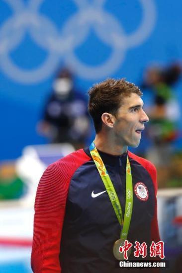 8月11日,里约奥运会男子200米混合泳决赛举行,美国传奇游泳巨星菲尔普斯以巨大的优势夺得冠军,摘得个人奥运会历史第22枚金牌。中新网记者 富田 摄