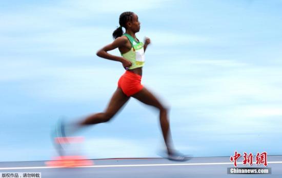 阿亚娜以29分17秒45的成绩获得金牌,并打破1993年中国选手王军霞创造的女子10000米世界纪录。