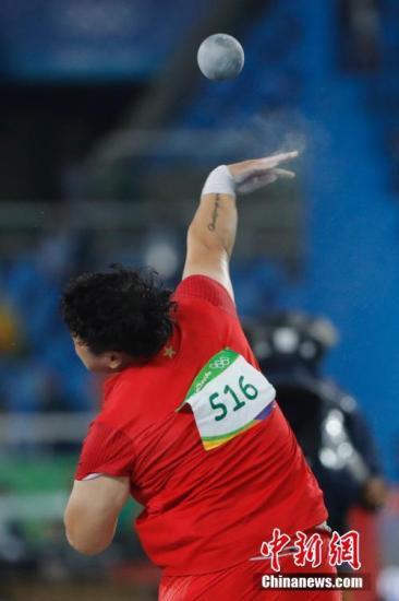 本地时刻8月12日晚,2016年里约奥运会田径竞赛在里约全部睁开。在男子铅球决赛中,国家选手巩立姣以19米39的成果取得第四名。中新网记者 盛佳鹏 摄