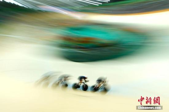 资料图:当地时间8月12日,里约奥运会场地自行车男团追逐赛决赛。<a target='_blank' href='http://www.chinanews.com/' >中新网</a>记者 富田 摄
