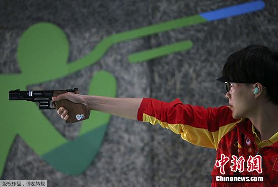 中国选手张富升打出590环的成绩,排名资格赛第2,顺利晋级决赛。