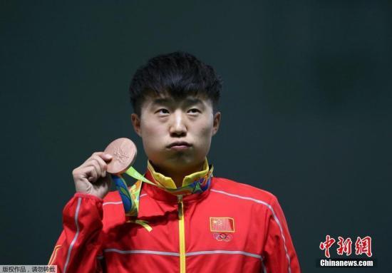 当地时间8月13日,里约奥运男子25米手枪速射决赛,中国选手李越宏名列第三,获得一枚铜牌。另一位中国选手张富升排名第四无缘奖牌。