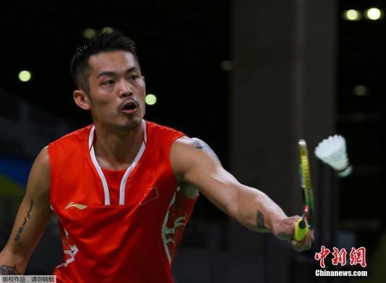 当地时间8月14日,里约奥运羽毛球男单小组赛中,中国选手林丹2:0战胜越南选手阮天明,取得小组赛三连胜。