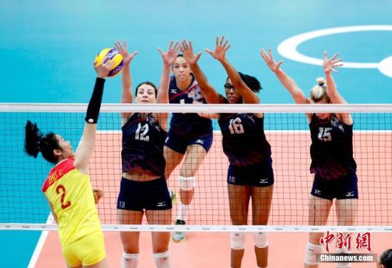当地时间8月14日,里约奥运会女排小组赛中,中国女排在先赢一局情况下1:3遭美国女排逆转,小组赛2胜3负,以第4晋级八强。记者 杜洋 摄