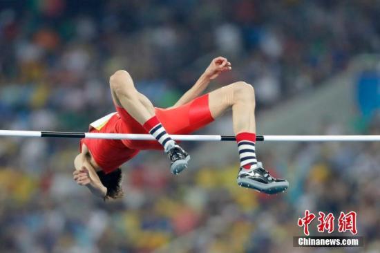 8月14日,里约奥运会男子跳高资格赛,中国选手张国伟出战。/p中新网记者 盛佳鹏 摄