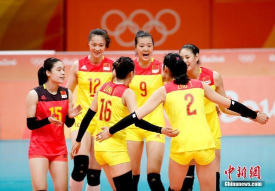 资料图:当地时间2016年8月14日,里约奥运会女排小组赛,中国女排在先赢一局情况下1:3遭美国女排逆转,小组赛2胜3负,以第4晋级八强。<a target='_blank' href='http://www.chinanews.com/' >中新网</a>记者 杜洋 摄
