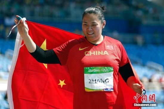 当地时间8月15日,里约奥运女子链球决赛,中国选手张文秀以76.75米的成绩,摘得一枚银牌。 记者 盛佳鹏 摄