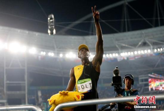 """8月14日,里约奥运会田径男子百米飞人大战,牙买加""""闪电""""博尔特以9秒81的成绩获得冠军。中新网记者 杜洋 摄"""