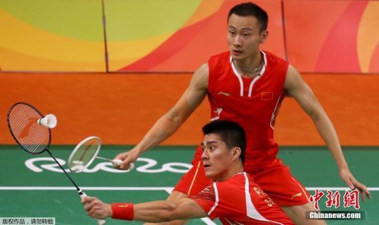 当地时间8月15日,里约奥运会羽毛球男双1/4决赛,中国组合傅海峰/张楠2:1逆转韩国组合金基正/金沙朗,成功晋级半决赛。