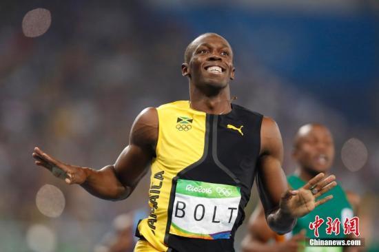 """8月14日,里约奥运会田径男子百米飞人大战,牙买加""""闪电""""博尔特以9秒81的成绩获得冠军。记者 盛佳鹏 摄"""