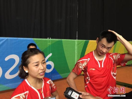 图为赛后,徐晨/马晋接受媒体采访。记者 卢岩 摄