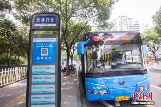 资料图:杭州506路公交车(图文无关) <a target='_blank' href='http://www.chinanews.com/'>中新社</a>发 许康平 摄