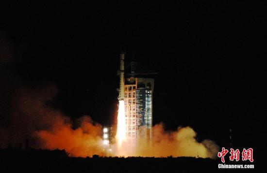 2016年,8月16日01时40分,中国在酒泉卫星发射中心用长征二号丁运载火箭成功将全球首颗量子科学实验卫星(简称量子卫星)发射升空。中新社记者 梁晓辉 摄