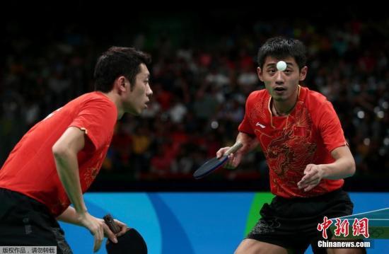 当地时间8月15日,2016里约奥运乒乓球男子团体半决赛,中国队3-0战胜韩国队。图为张继科\许昕在比赛中。