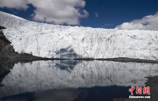 资料图:气候变暖导致秘鲁Pastoruri等冰川逐渐融化。
