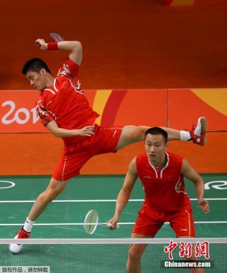 中国组合张楠/傅海峰在比赛中。