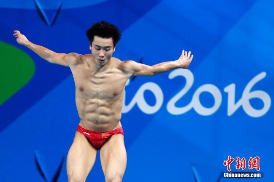 当地时间8月16日,2016里约奥运男子3米板决赛举行,中国选手曹缘以547.60分夺得金牌。<a target='_blank' href='http://www.chinanews.com/' >中新网</a>记者 富田 摄