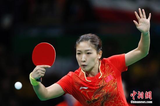 当地时间8月16日,2016里约奥运乒乓球女团决赛打响,中国队对阵德国队。图为刘诗雯在比赛中。<a target='_blank' href='http://www.synthninja.com/' >中新网</a>记者 盛佳鹏 摄