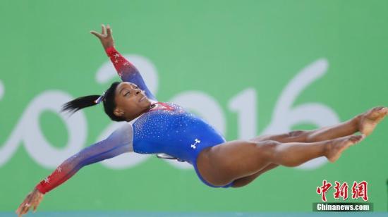拜尔斯在自由体操比赛中。 <a target='_blank' href='http://www.chinanews.com/' >中新网</a>记者 盛佳鹏 摄