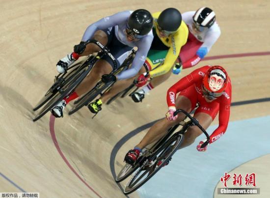 资料图:当地时间8月16日,里约奥运会场地自行车女子竞速赛。