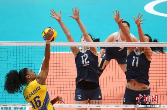 北京时间8月17日上午9时15分,里约奥运会中国女排在1/4决赛中,中国女排经过5局苦战3-2战胜东道主、卫冕冠军巴西队,晋级四强。