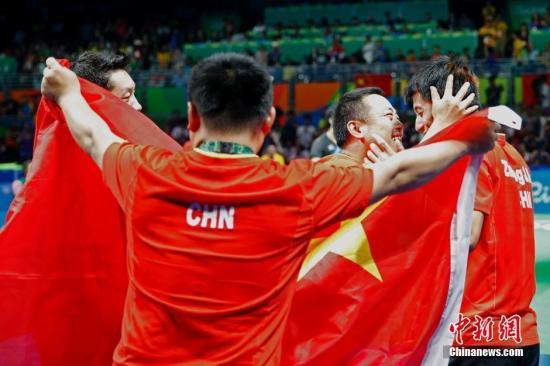 当地时间8月17日,2016里约奥运男子乒乓球团体赛决赛举行,中国队最终以总比分3:1的成绩战胜日本队获得冠军。<a target='_blank' href='http://www.china-fit.cn/' >中国体育网</a>记者 盛佳鹏 摄