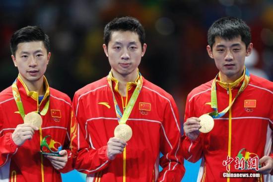 当地时间8月17日,2016里约奥运男子乒乓球团体赛决赛举行,中国队最终以总比分3:1的成绩战胜日本队获得冠军。中新网记者 盛佳鹏 摄
