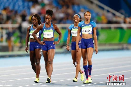当地时间8月18日,2016里约奥运会女子4X100米预赛的重赛中,美国队独自完成了比赛,成绩为41秒77超越中国队。这样,中国队无缘该项目决赛。据悉,由于美国队在当日上午的预赛中受到巴西队干扰,未能顺利完成比赛,事后美国队申诉得到国际田联支持,获得重赛资格。中新网记者 盛佳鹏 摄