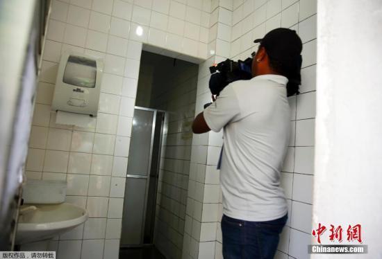 媒体来到事发加油站内的洗手间拍照,有加油站职员称,罗切特等人在此形成了毁坏。