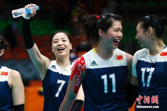当地时间8月18日,2016里约奥运会女排半决赛,中国队3:1战胜荷兰队晋级决赛。这是中国女排时隔12年再次进入奥运决赛。<a target='_blank' href='http://www.chinanews.com/' >中新网</a>记者 富田 摄
