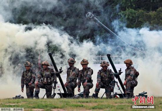 资料图:印度艾哈迈达巴德,印度军队在当地举行军事展览。