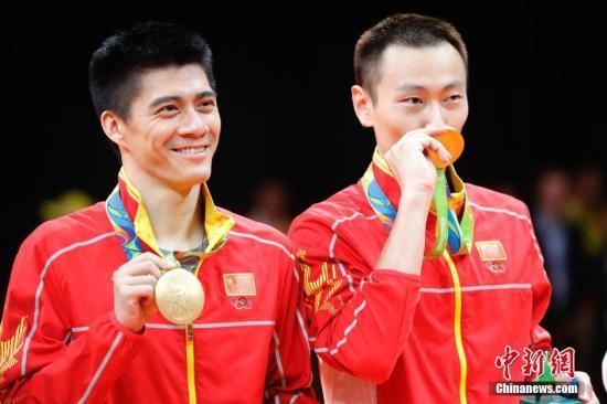 资料图:里约奥运会,傅海峰、张楠夺得男双冠军。 中新网记者 盛佳鹏 摄