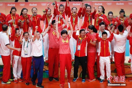 2016年里约奥运会的冠军,开启了中国女排第三段灿烂。a target='_blank' href='http://www.chinanews.com/' 中新网/a记者 杜洋 摄