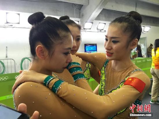 中国队的姑娘们在赛后流下泪水,除了有一丝遗憾,更多是对即将分开感到不舍。 <a target='_blank' href='http://www.chinanews.com/' >中新网</a>记者 张素 摄