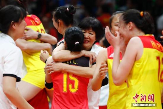 资料图:当地时间8月20日,2016里约奥运女排决赛,中国女排战胜塞尔维亚女排。记者 富田 摄