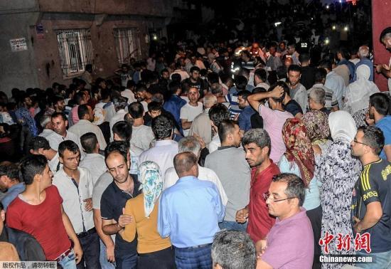 当地时间8月20日,土耳其东南部加济安泰普省,20日晚发生爆炸袭击事件。