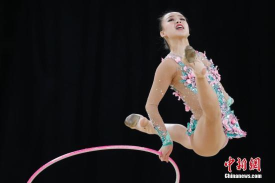 资料图:韩国美少女孙妍在在仁川亚运会艺术体操个人预赛中。记者 盛佳鹏 摄